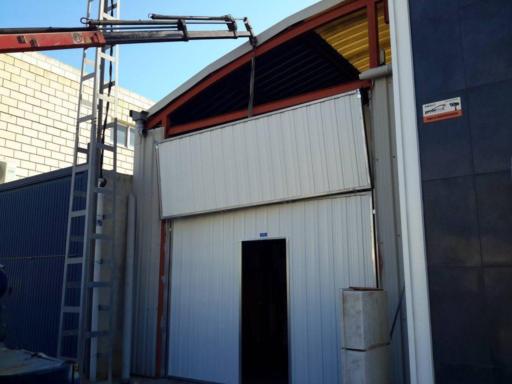 puerta-basculante-preleva-industrial-novoferm