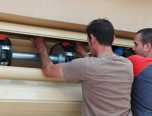 Instalar un motor de puerta garaje enrollable paso a paso