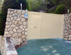 puerta batiente aluminio soldado alicante Benidorm